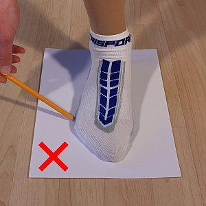 Erste Grafik, wie man den Fuß nicht mit einem Stift umfahren sollte